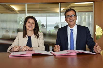 Emmanuelle Quiles, PDG Janssen France et Philippe Sudreau, directeur général du CHU de Nantes
