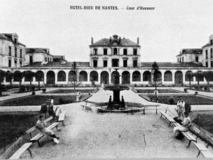 hôtel-Dieu - cour d'honneur vers 1900