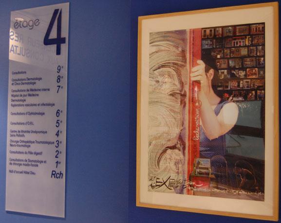 Affiche de l'exposition permanente d'art postal, don de l'association Artéchéri au CHU de Nantes - visible au 4e étage aile nord de l'hôtel-Dieu