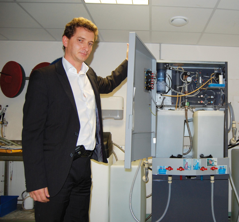 Stéphane Baudoux dévoile l'intérieur de la machine fabriquée par une société française, Cleanea.