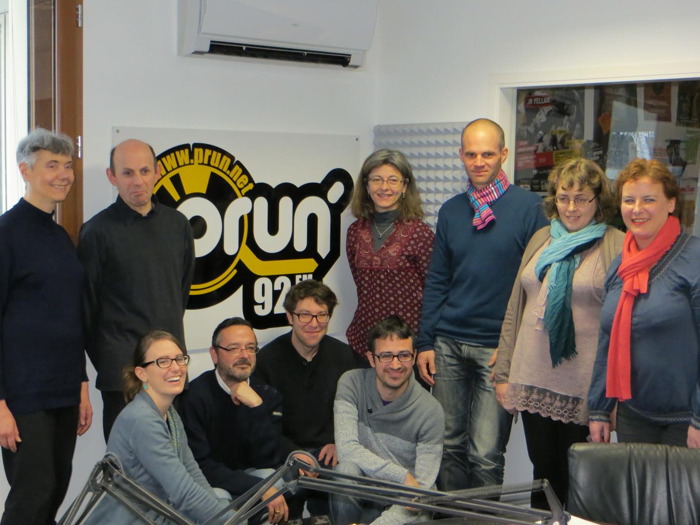 l'équipe du CATTP Philés Fogg dans les locaux de la radio Prun'